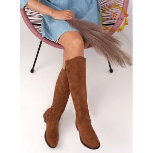 Hnedé dámske semišové čižmy s módnym strihom