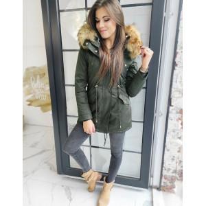 Dámska zimná bunda zelenej farby s kožušinou na kapucni