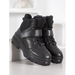 Zateplené dámske športové topánky čiernej farby