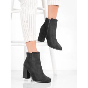 Čierne členkové topánky so zapínaním na zips