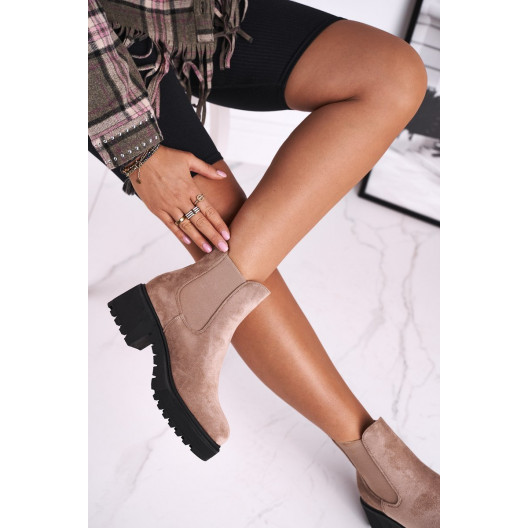 Originálne dámske béžové kotníkové topánky na vysokom plnom opätku