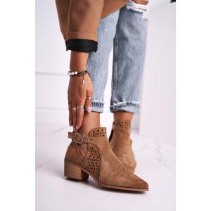 Trendy dámske kotníkové topánky v módnej camel farbe