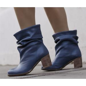 Kvalitné dámske kožené topánky na podpätku v modrej farbe