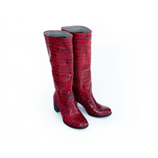 Dámske čierno-červené čižmy s moderným motívom