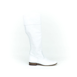 Biele klasické dámske kožené čižmy s nízkym podpätkom