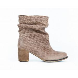 Štýlové dámske členkové kožené topánky v modernej taupe farbe