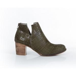 Dámske moderné kožené topánky v olivovej farbe