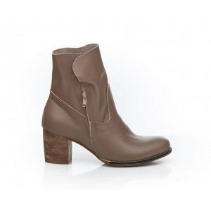 Hnedé dámske kožené topánky so zapínaním na zips