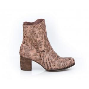 Ružové dámske kožené topánky s potlačou písmen