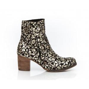 Štýlové dámske kožené topánky so zlatou potlačou