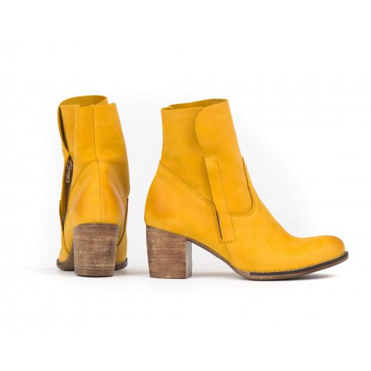 Trendy žlté dámske kožené topánky