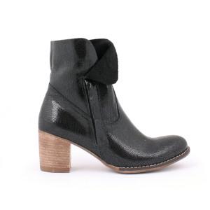 Čierne pohodlné dámske lesklé kožené topánky