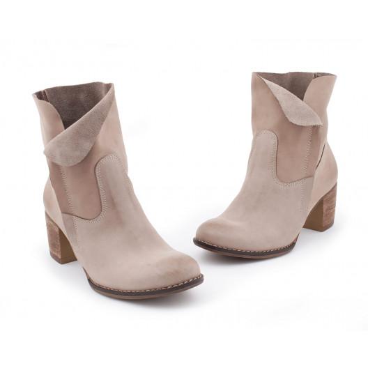 Pohodlné dámske kožené topánky vo farbe cappuccino