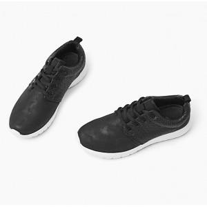Komfortné čierne dámske tenisky s pružnou podrážkou