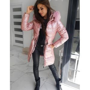 Predlžená zimná bunda ružovej farby s lesklým efektom