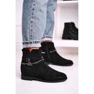 Dámske čierne semišové kotníkové topánky s retiazkou