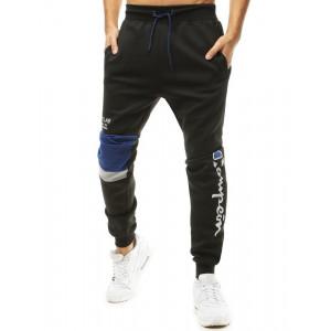 Pánske čierne jogger tepláky s nápiom a výrazným kolenným pásom