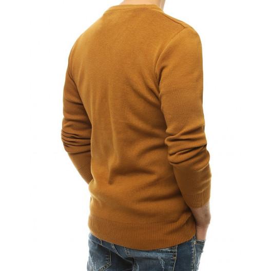Moderný pánsky sveter v trendy hnedej camel farbe
