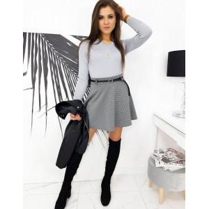 Pohodlný dámsky svetlo sivý sveter s výstrihom do V