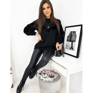 Teplý dámsky čierny sveter s kožušinou