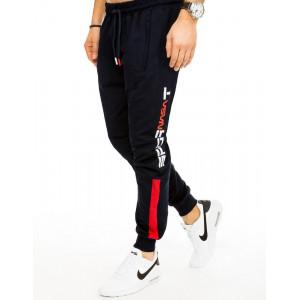 Pánske jednofarebné tmavomodré tepláky v jogger štýle s potlačou