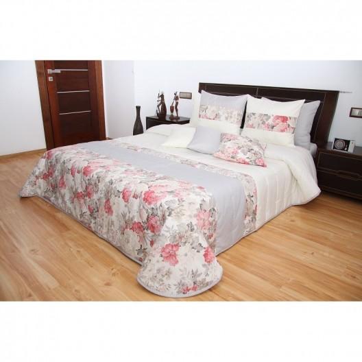 Krémový prehoz na posteľ so vzorom ružových ruží