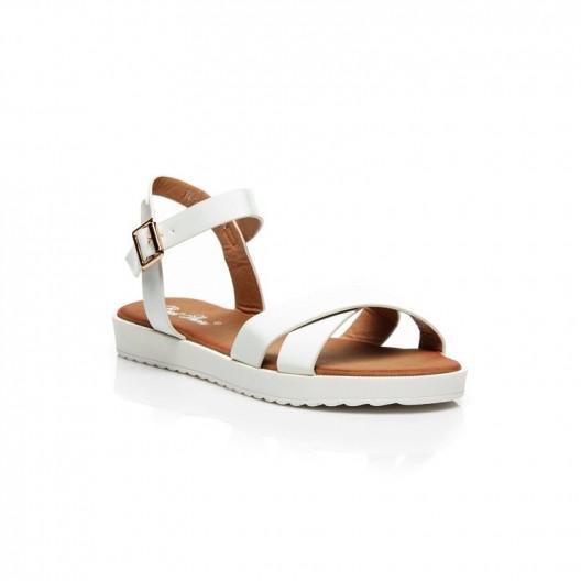 Dámske módne sandále bielej farby s rovnou podrážkou