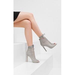 Dámske sandále sivej farby s ihlovým opätkom