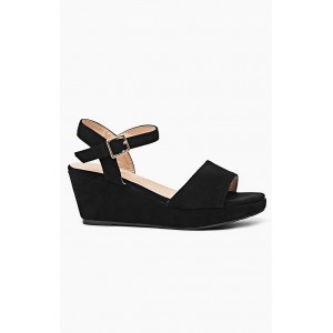 Dámske sandále čiernej farby na platforme