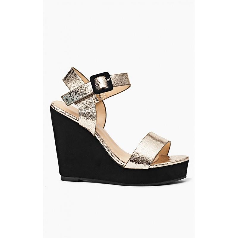 185e0a05d2022 Trendy zlaté dámske sandále na platforme - fashionday.eu