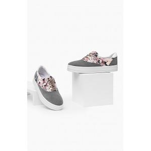 Dámske topánky na voľný čas v sivej farbe