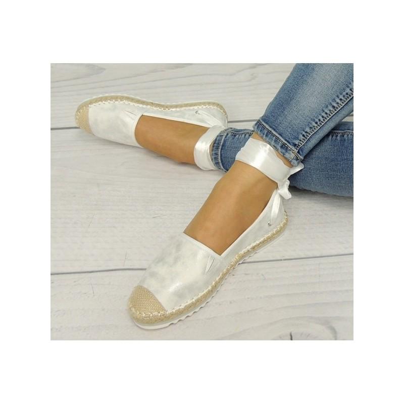 cd9ab92765d0 Dámske espadrilky v bielej farbe s viazaním okolo nohy - fashionday.eu