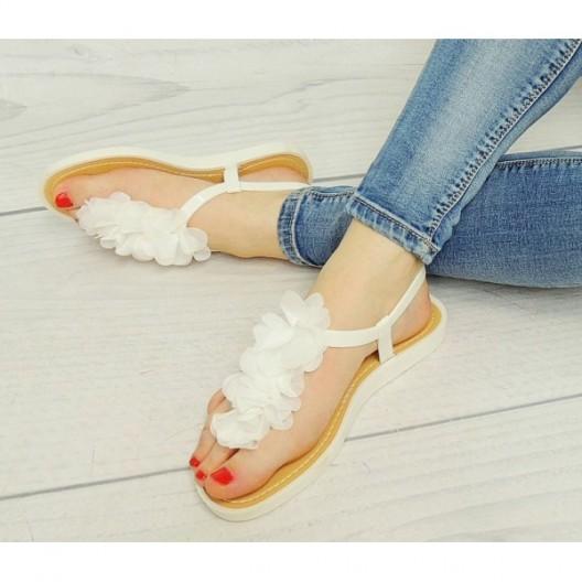 Biele sandále dámske so zapínaním na boku