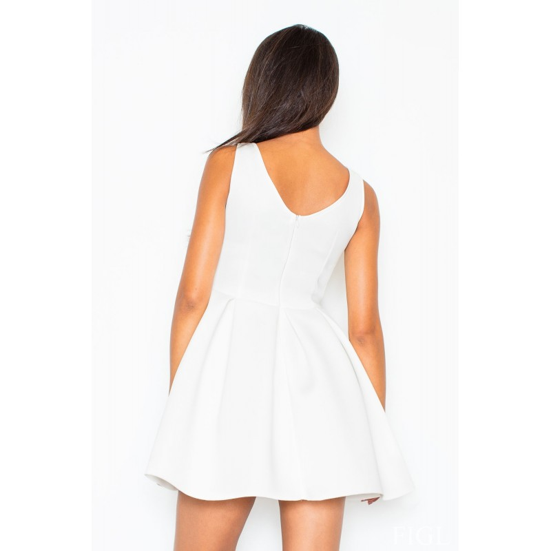 ab8f9a280049 Dámske spoločenské šaty biele áčkového strihu - fashionday.eu