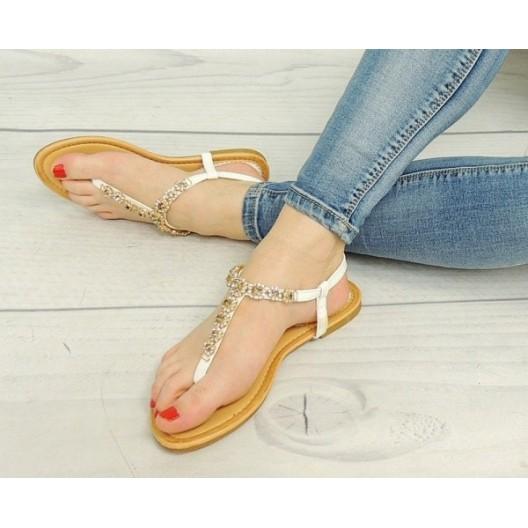 Moderné korálkové dámske sandále bielej farby