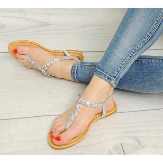 Sandále striebornej farby s korálkami