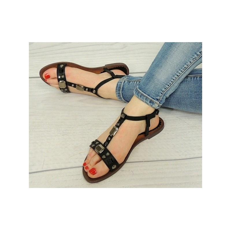 f8adbcaeff00 Čierne sandále dámske s kamienkami - fashionday.eu