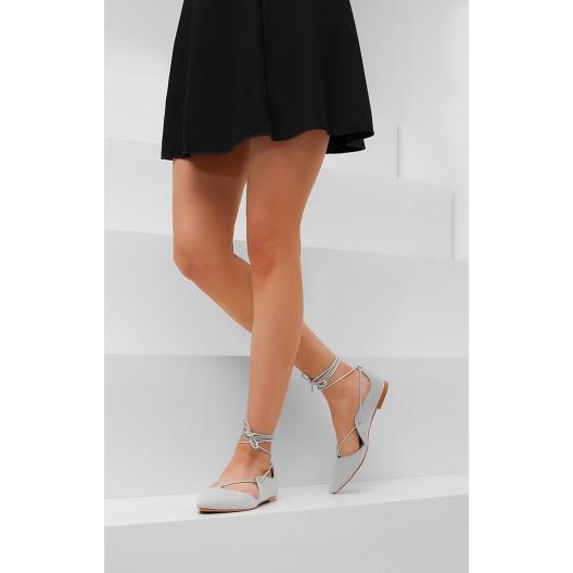 Moderné dámske sandále svetlo sivej farbe s viazaním okolo nohy
