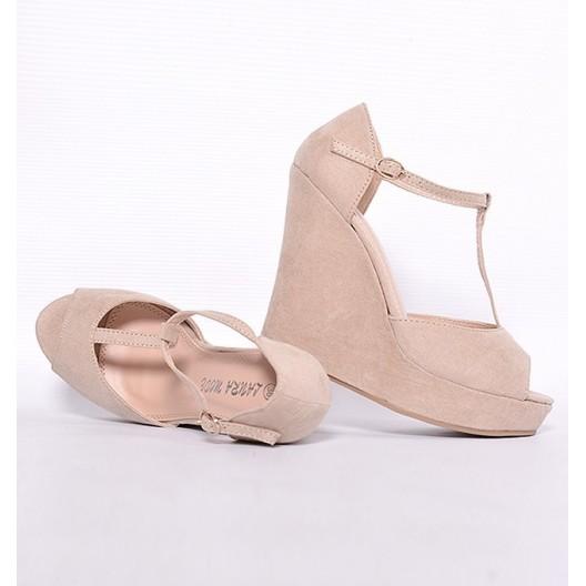 Dámske sandále béžovej farby so zapínaním na boku