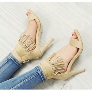 Sandále na vysokom opätku béžovej farby so strapcami