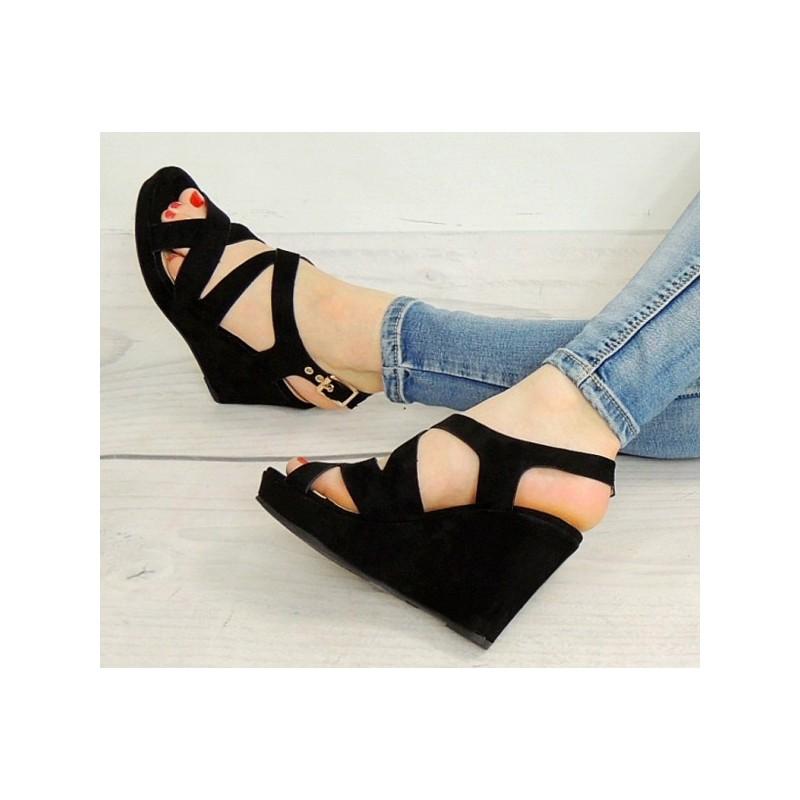 27df1d53c2 Trendy čierne sandále na platforme - fashionday.eu