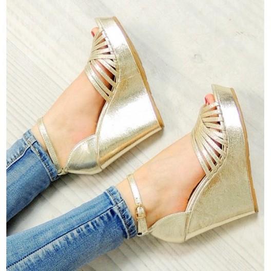 Letné metalické dámske sandále zlatej farby