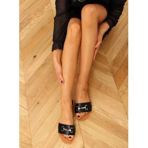 Moderné dámske čierne šľapky so zlatým doplnkom