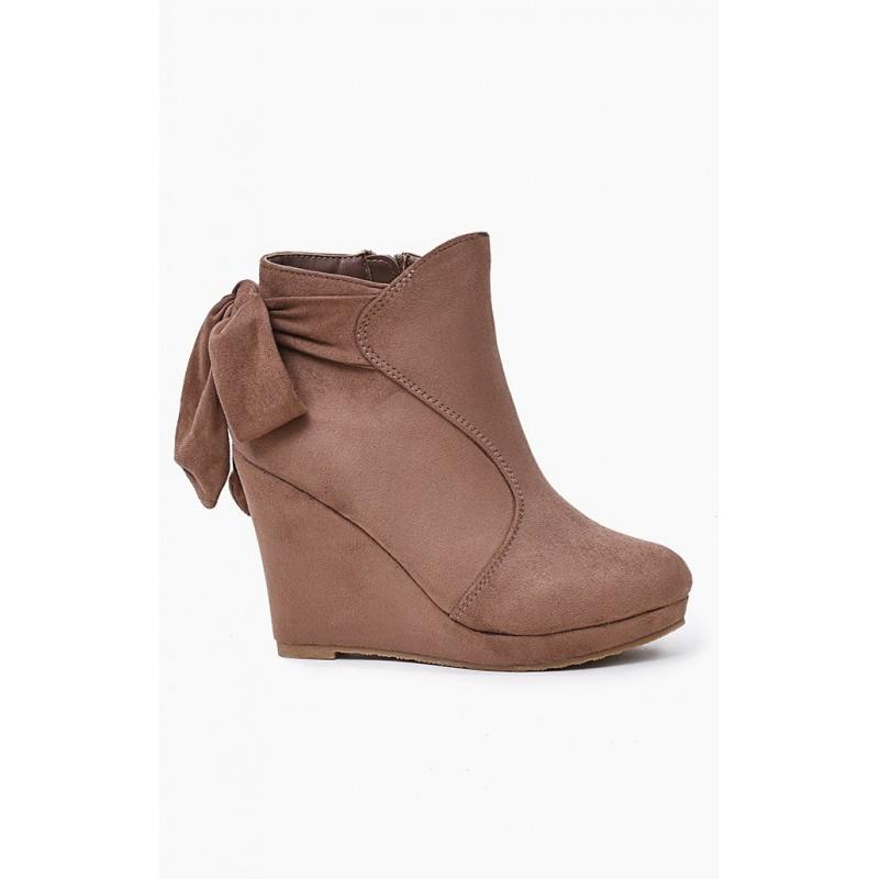 Predchádzajúci. Dámske prechodné členkové topánky béžovej farby s plným  podpätkom ... 9568fb2e94b