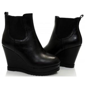 Dámske kotníkové topánky čierne jarné
