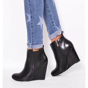 Štýlové zimné kotníkové topánky čierne s plným podpätkom zateplené