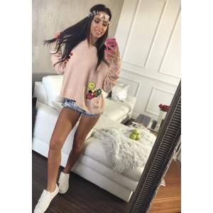 Krátky ružový dámsky pletený sveter so štýlovými nášivkami