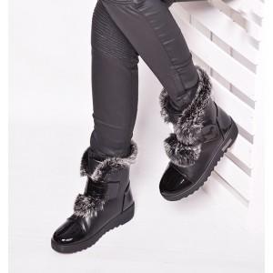 Módna dámska zimná obuv s kožušinkou v čiernej farbe