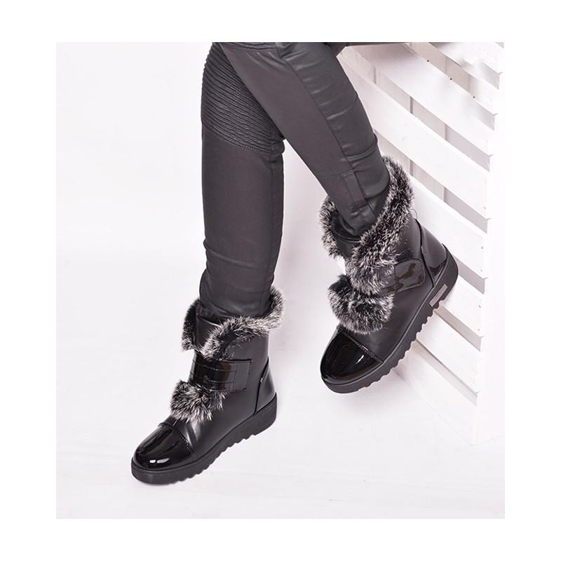 26649f65122e Módna dámska zimná obuv s kožušinkou v čiernej farbe - fashionday.eu