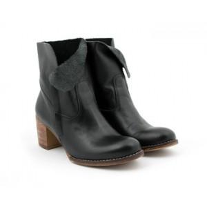 Elegantné kožené topánky na podpätku čiernej farby